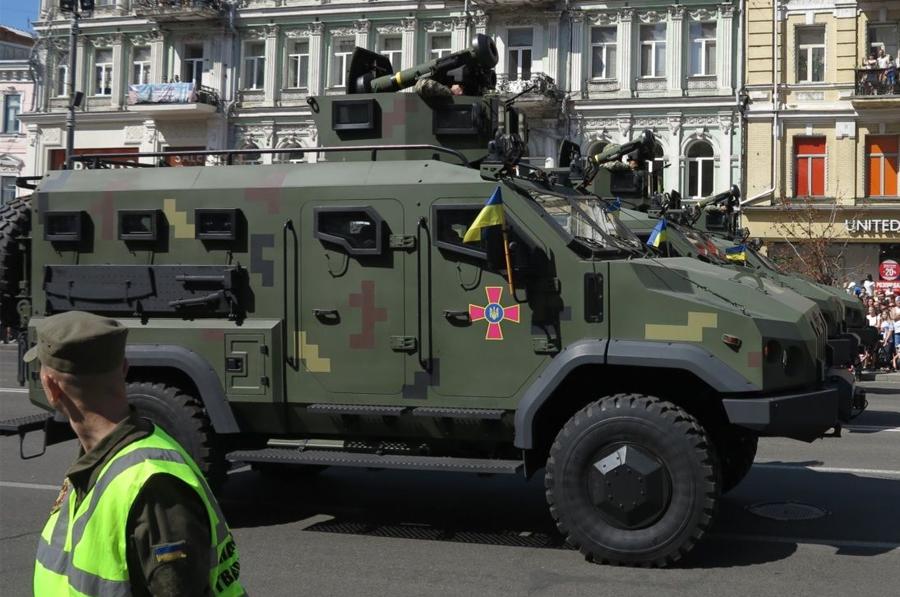 """КВП """"Українська бронетехніка"""" представило восьму модифікацію бронеавтомобіля """"Варта"""" (відео)"""