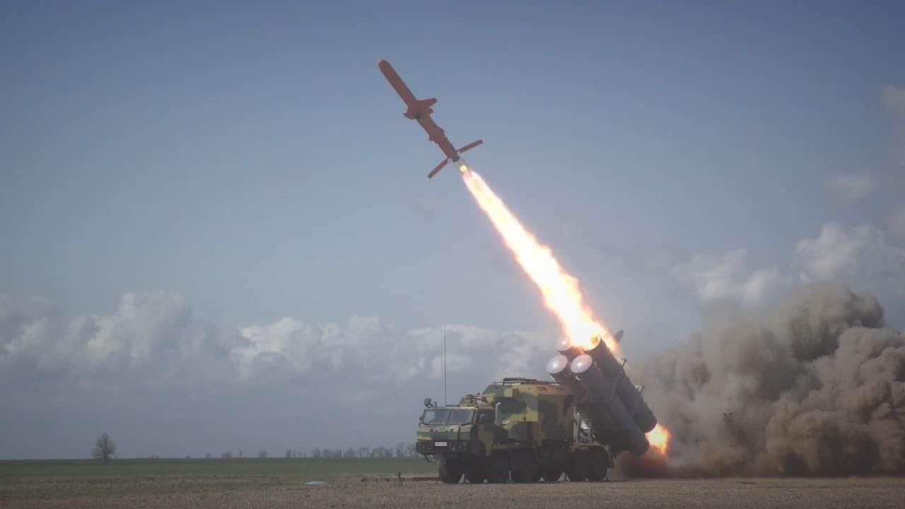 zapusk-rakety-r-360-raketnogo-kompleksu-