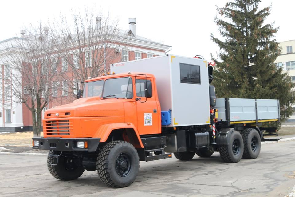 АвтоКрАЗ відвантажив «Метінвесту» пересувну авторемонтну майстерню (фото)